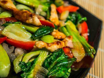 Hähnchenfleisch mit Pak Choi und Hoisin-Sauce