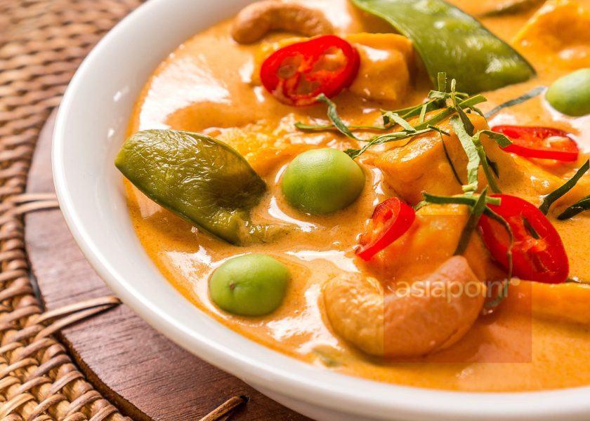 Panaeng-Curry mit gemahlenen Erdnüssen und Tofu