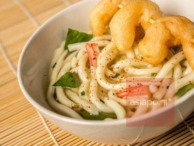 Miso-Udon-Suppe mit Tempura-Garnelen